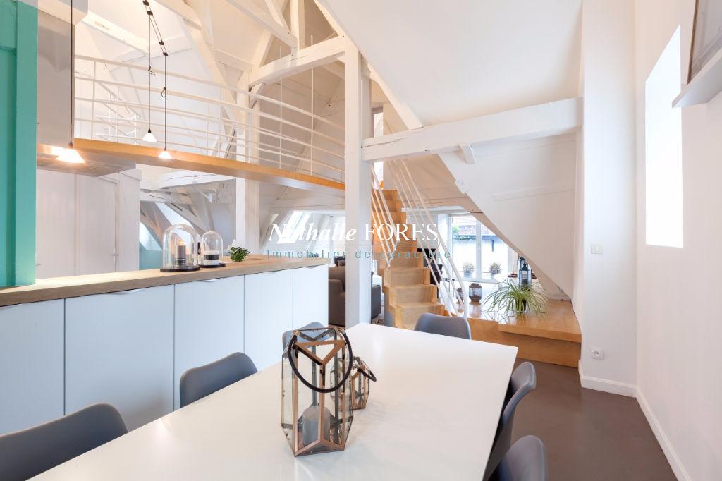 Vieux Lille prox Centre   Atypique  Appartement  Duplex de Charme  en dernier étage 5 pièce(s)  avec Terrasse 25M2 et parking sécurisé