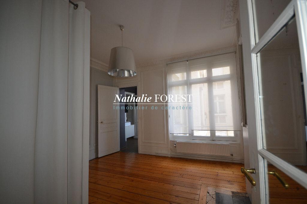LILLE LIBERTE! Superbe appartement  Haussmannien Rénové type 5 de 200 m2