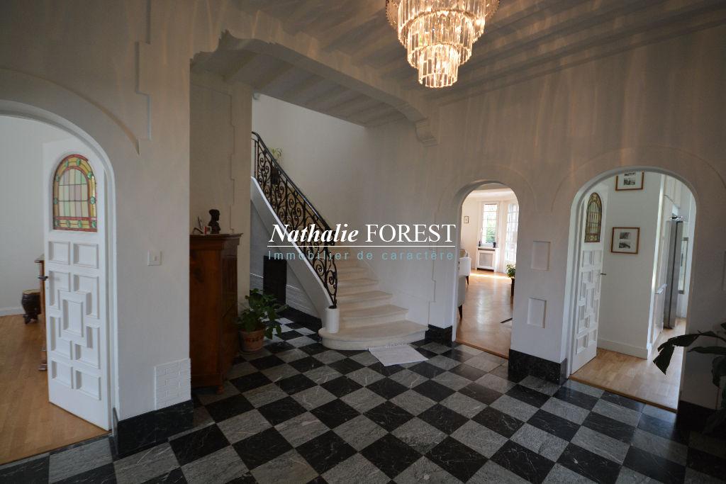 Exclusivité ! MARCQ EN BAROEUL Prox Ecole internationale, superbe maison bourgeoise Art Déco individuelle , Type 6 sur 1013M2 de terrain, 4 garages