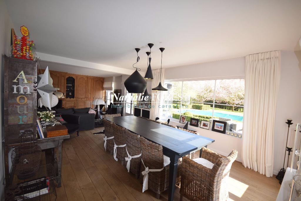 Mouvaux  hyper résidentiel , superbe Villa d 'architecte , 5/6 chambres , sdjeux , piscine extérieure sur 1900 M2 de terrain