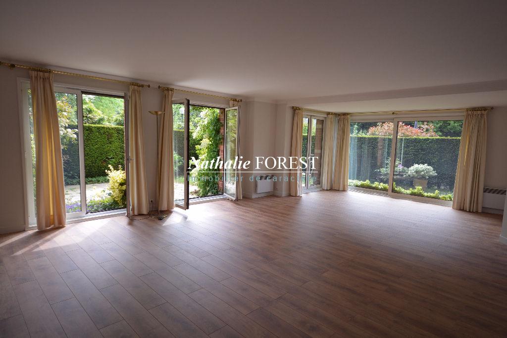 Exclusivité , Marcq croisé Laroche , plein Croisé Laroche , Rare appartement type 3 de 128 M2 , jardin privatif sud , garages fermes .
