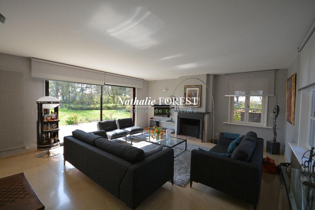 Exclusivité , Linselles , splendide propriété sur 15000 M2 de terrain , étang, grange , étables aménagées .