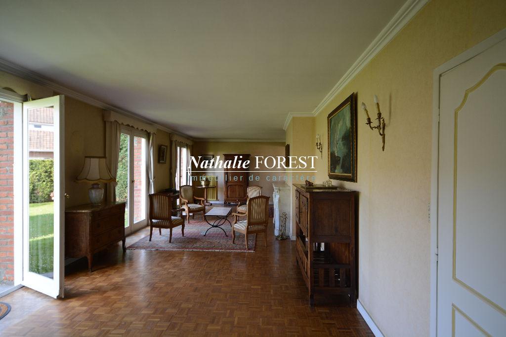Marcq en Baroeul , Quesne , co-exclusivité , Villa const . 1968 , 5 chambres sur 591 M2 de terrain .