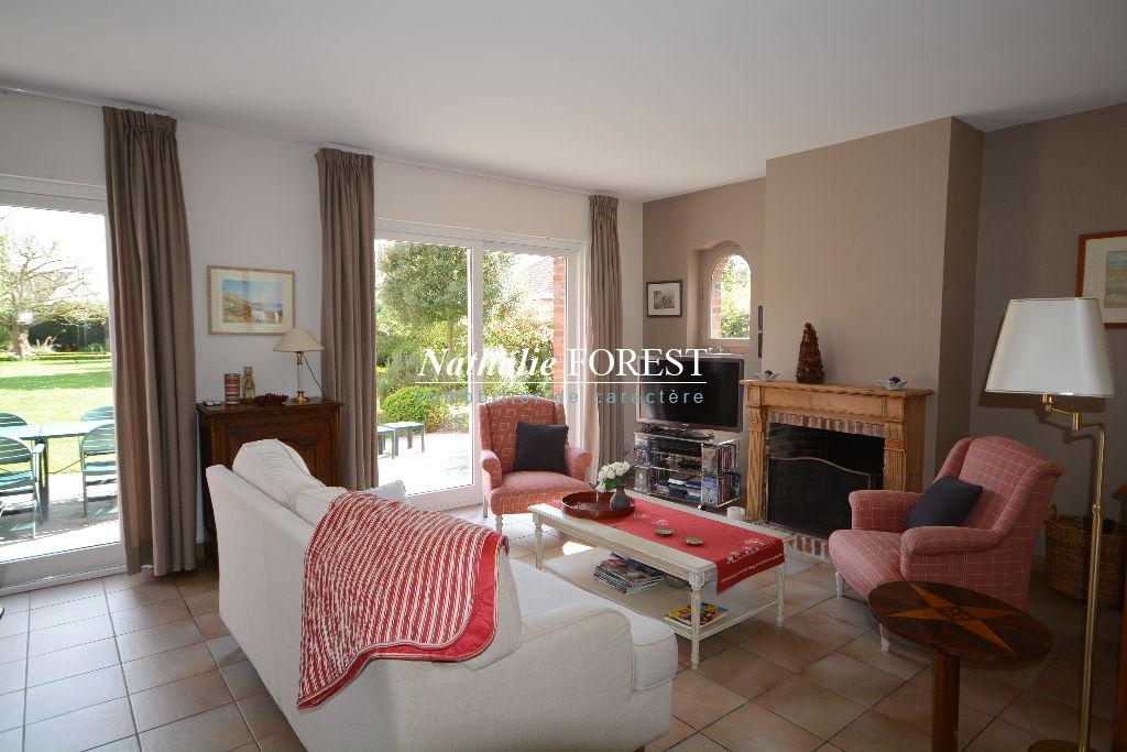 """Exclusivité ,Proximité Lambersart , ravissante maison style """"Flamande"""" , semi plein pied , 7 ch , bureau , garages , usage mixte pos ."""