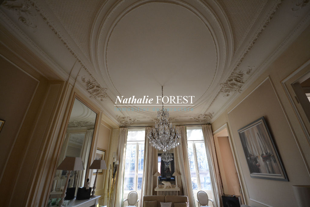 Exclusivité , Lille , quai du Wault , rare Hôtel de Maître , 7 chambres , cour extérieure 50 M2 , garage 3 V