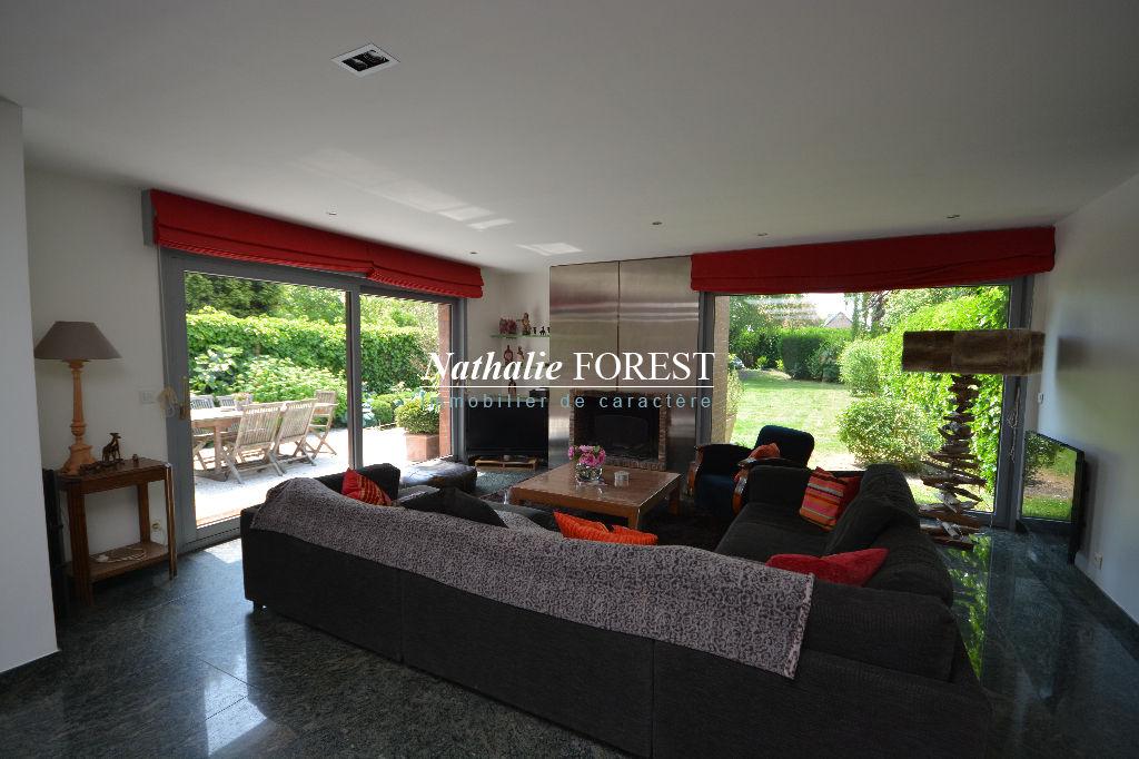 Exclusivite , Marcq en Baroeul , coeur du Croisé Laroche , Villa contemporaine , 5 chambres sur 680 M2 de terrain .