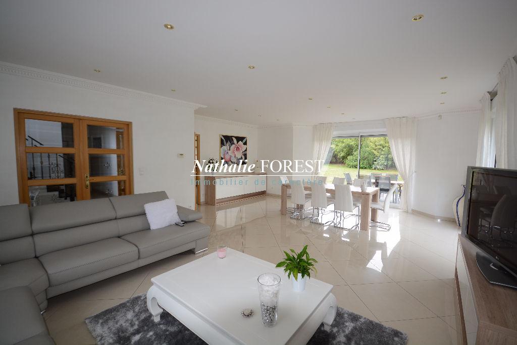Exclusivité , Croix résidentiel , Superbe Villa californienne , semi plein-pied , 300 M2 hab , 5 ch , sous sol 170 M2 . Garage 2 V