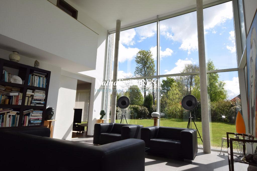 CROIX Résidentiel Prox Parc Barbieux et Tramway, Belle maison cubique individuelle, 223M2 Habitables,  4 Chambres, cadastrée sur 1240M2