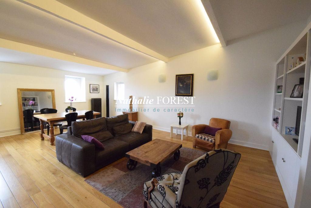 VIEUX LILLE Esquermoise Appartement  3 pièce(s)  Rénové de standing, 115M2 Habitables Loi Carrez Dernier étage