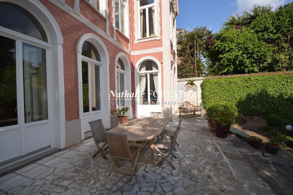 Lille Splendide demeure milieu 19ème, monument historique, sur 758m2 de terrain, 7 chambres, 3 sdb, Garage 2v