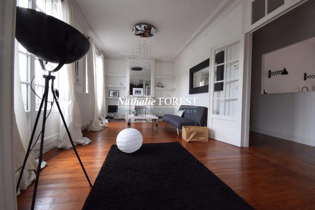 LILLE CENTRE ,  proximité jardin Vauban , Appartement de caractère, T2, 86M2