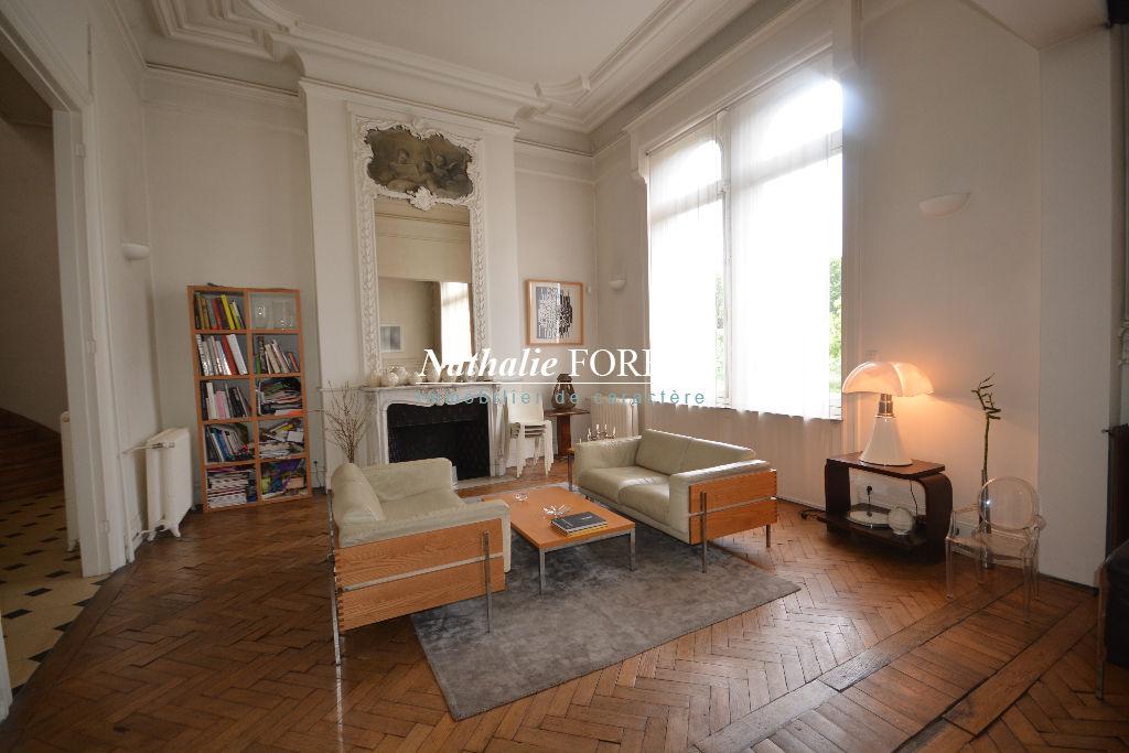 Lille jardin Vauban , splendide maison de Maître ,  divisible , 6ch, bureau , terrasse , garage , environnement exceptionnel .