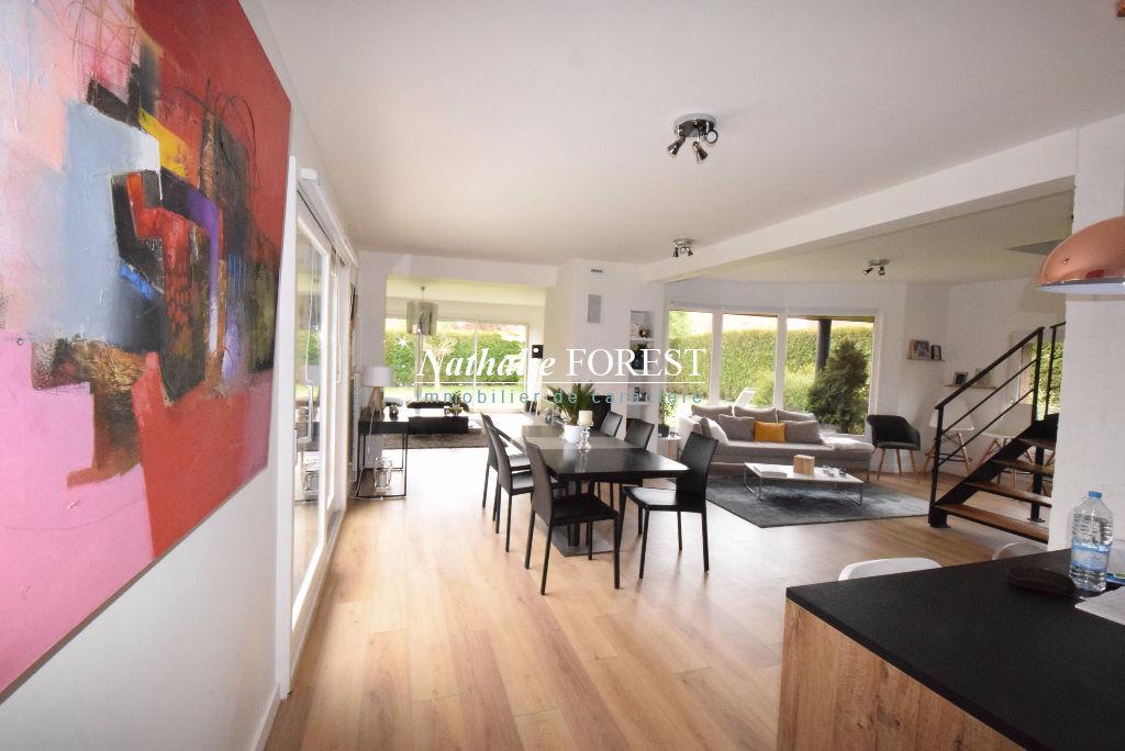 RONCQ Prox Croix Blanche Belle maison individuelle avec extension cubique sur parcelle 980M2, garage