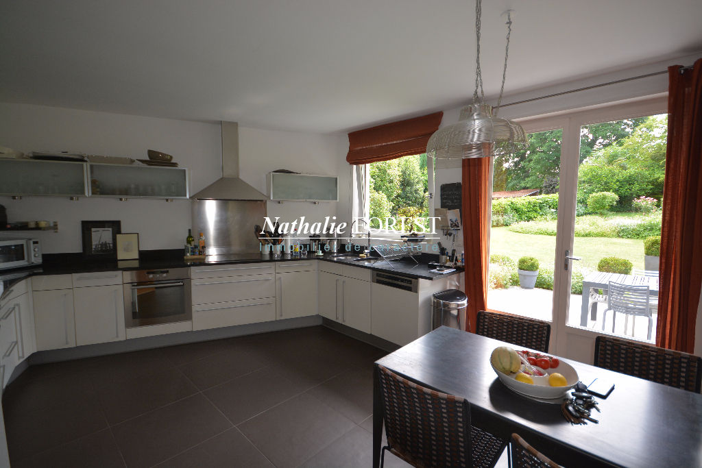 Exclusivité Mouvaux résidentiel , très jolie villa d 'architecte , 6 chambres sur 1795 m2 de terrain.