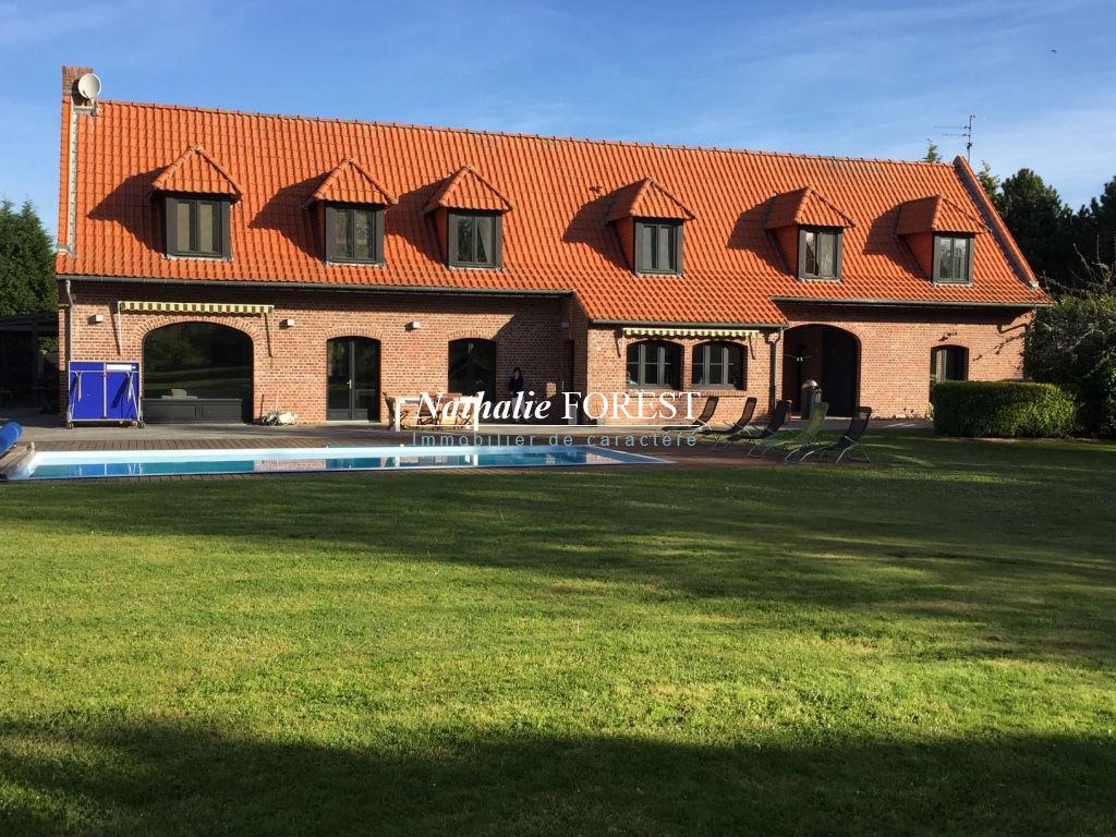PÉVÈLE, Grande ferme de 14 pièces sur une parcelle d'1,4 hectare