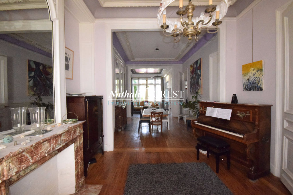 LILLE Saint-Michel  Belle maison Bourgeoise fin 19ème, 6 Chambres, joli jardin sans vis à vis, possibilité parking