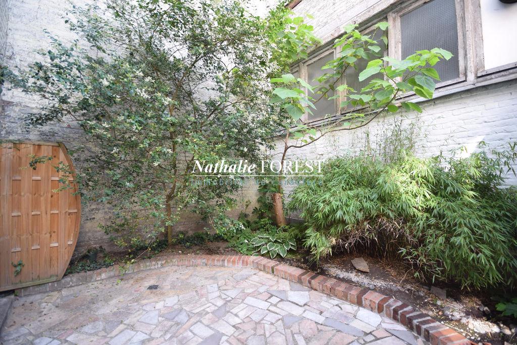 Parvis Saint Michel Appartement  3 pièce(s) 75 m2 entièrement rénové avec terrasse verdoyante.