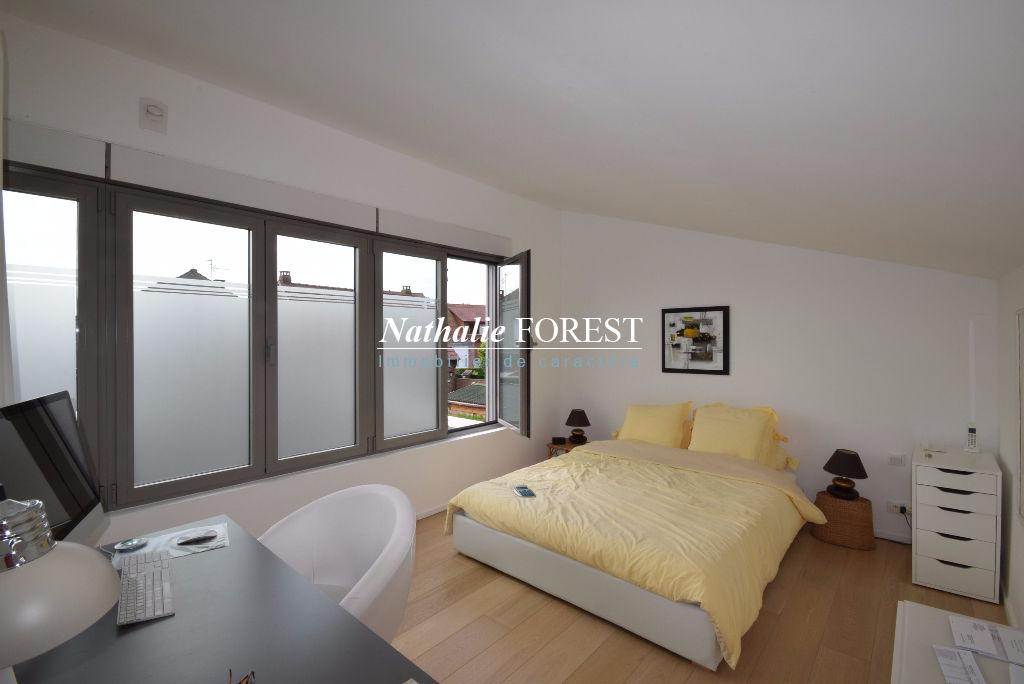 WATTIGNIES , Contemporaine style Cubique, semi plain pied, 3 chambres, 120m2 hab, cadastrée sur 566m2 de terrain.