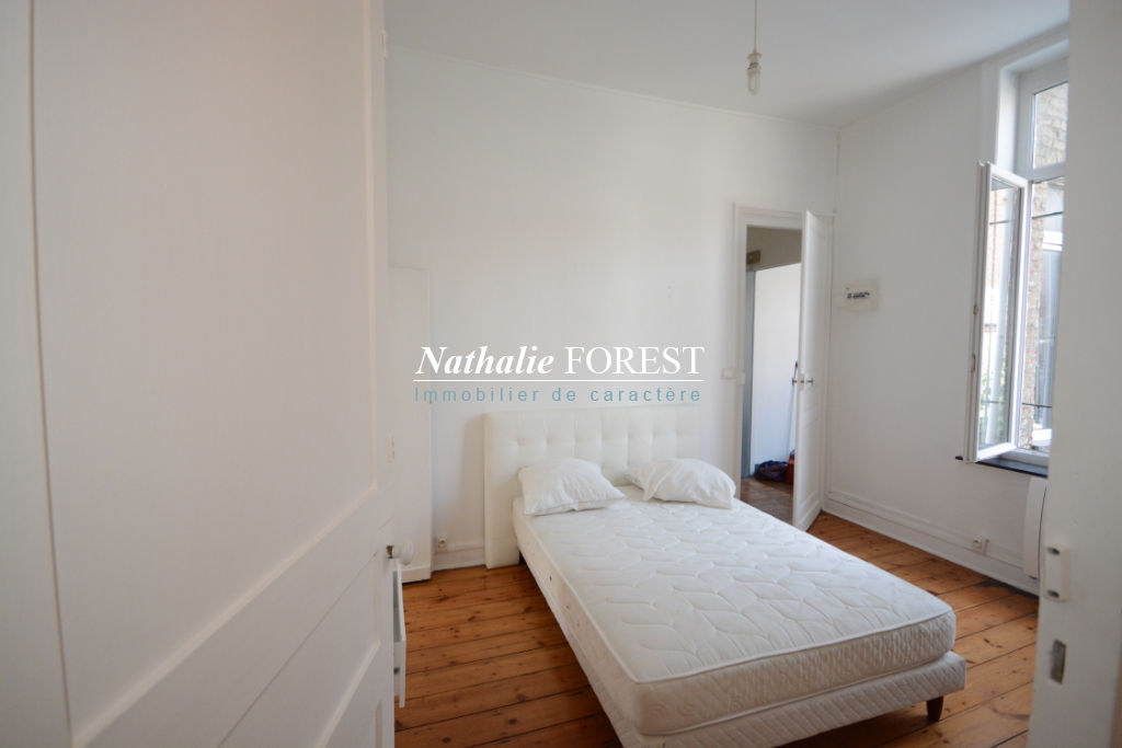 Parvis Saint Michel, appartement T2  semi-meublé de 45 m2  entièrement rénové.