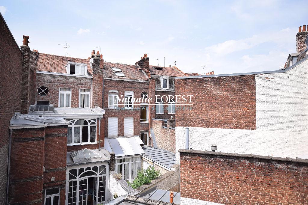Parvis Saint Michel, appartement T2   de 25 m2  entierement rénové.