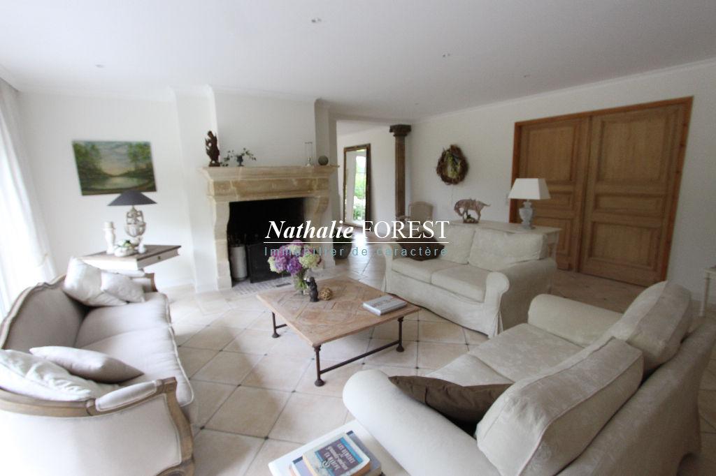 SAILLY LEZ LANNOY, MAISON d'architecte (Millot) 11 pièces 6 Chambres  sur une parcelle arborée de 4500 m2 dont 1600 m2 constructibles