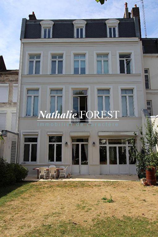 LILLE, secteur prisé! , magnifique maison bourgeoise de12 pièces avec garage et jardin de 250m2