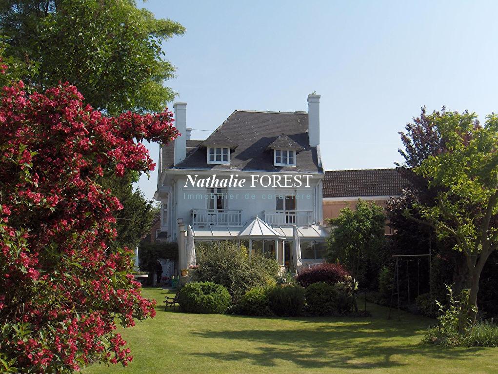 SAINGHIN EN WEPPES, Maison bourgeoise de 1900 composée de10 pièces sur une parcelle de 1595 m2 pour habitation, particulier profession libérale ou idéale investisseur