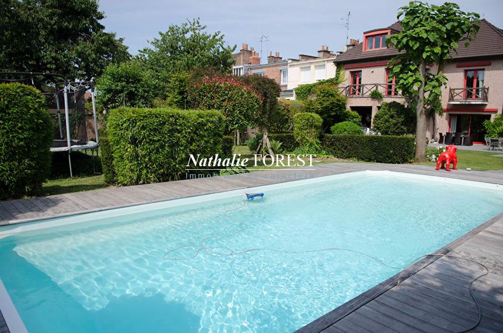 Proximité de Lambersart  , maison de ville 7 chambres sur un belle parcelle de 1100 m2