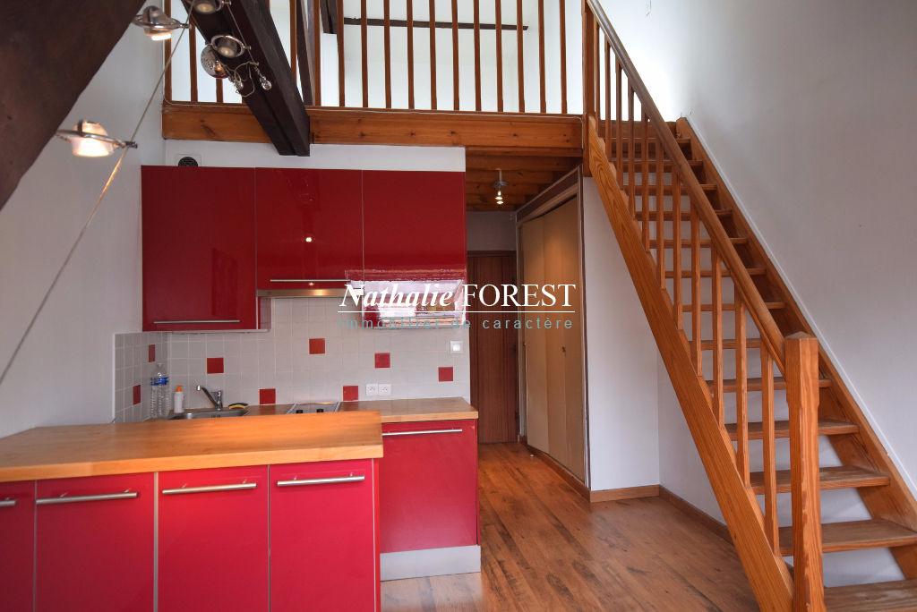 LILLE CENTRE! Appartement  en duplex de 2 pièce(s) 34 m² meublé, situé au dernier étage.