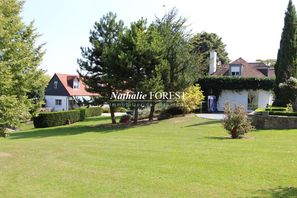 Banlieue d'Arras, ( 50 minutes de LILLE) PROPRIETE COMPOSEE DE 2 MAISONS, 4 chambres et 2 chambres sur une parcelle de 1,6 hectare