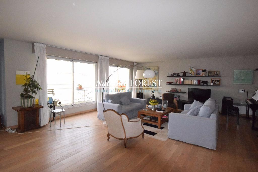 VIEUX LILLE Secteur Top  ! Appartement  Type 4 de 157 m2 au dernier étage avec terrasse 12M2 1 Garage, 1 Parking