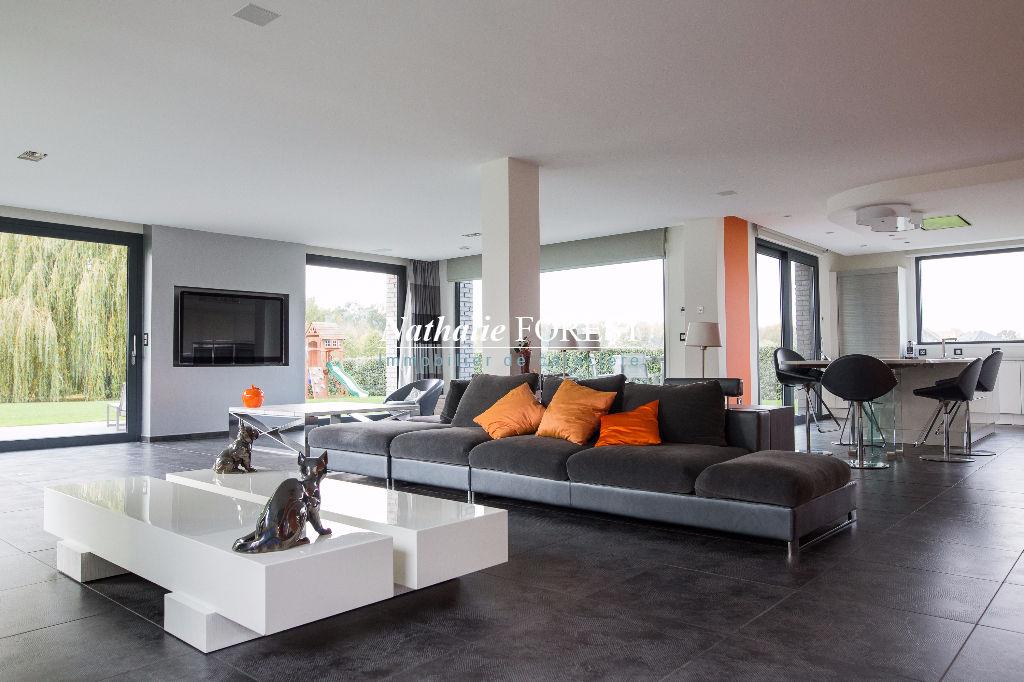 MÉRIGNIES Golf, EXCLUSIVITE! Magnifique maison cubique BBC !, construction 2010, érigée sur 2600m² de terrain arboré en fond d'impasse - 5 chb - open space de 103 m2 et prestations haut de gamme.