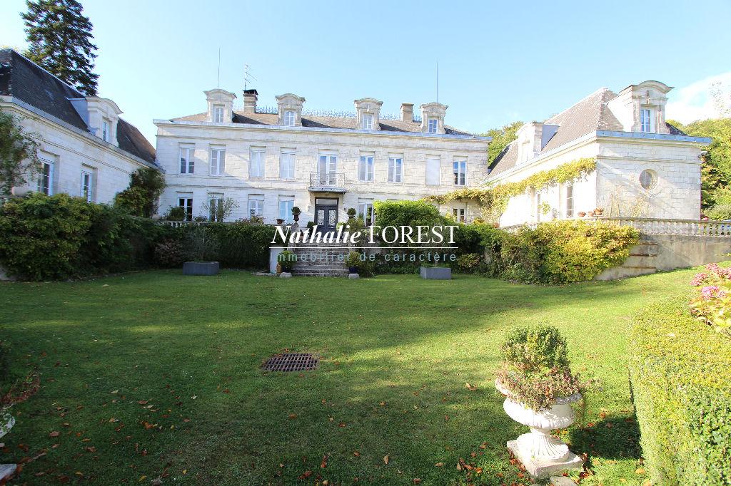 Proximité gare TGV d'ARRAS, Magnifique Château de 16 pièces au sein d'un parc de 14 hectares d'une surface de 500 m2 habitables, 300 m2 de garages, 300 m2 de salle de réception, Tiny house des copains chasseurs,