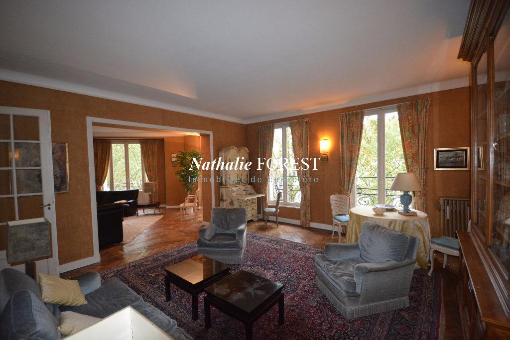 Lille Liberté , Splendide appartement haussmannien , 6 chambres , garage .