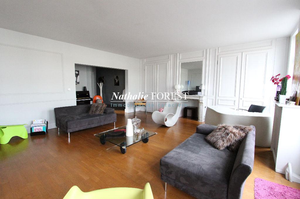 LILLE bel Appartement T4 de 113 m2 (4eme & ascenseur) au sein d'un immeuble Haussmannien en centre ville avec accès rapide aux gares