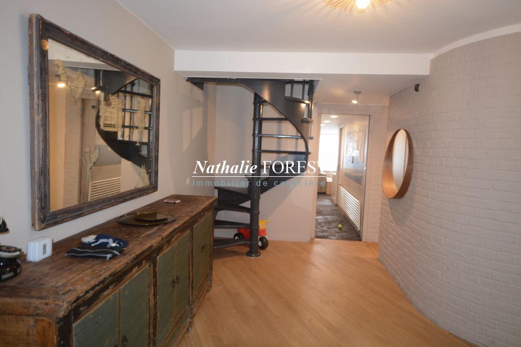 Mouvaux résidentiel , superbe maison d 'architecte , 5 ch sur 2240 m2 de terrain .