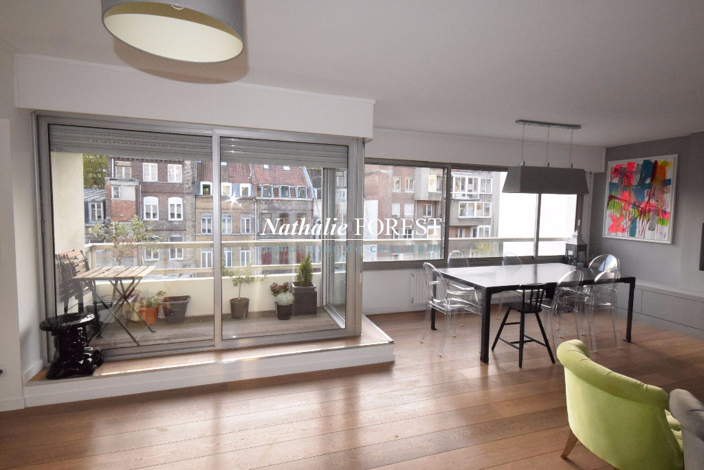 LILLE  Centre Square Foch Appartement  4 pièce(s) 102 m2 entièrement rénové avec petite terrasse plein sud et garage.