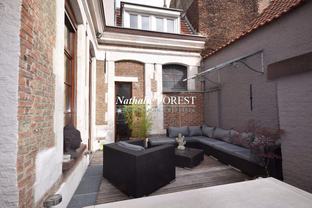 EXCLUSIVITE  ! VIEUX LILLE prox Centre Appartement 18ème entièrement rénovée Lille 6 pièce(s) 160 m2 Terrasse plein sud Garage 2 Voitures