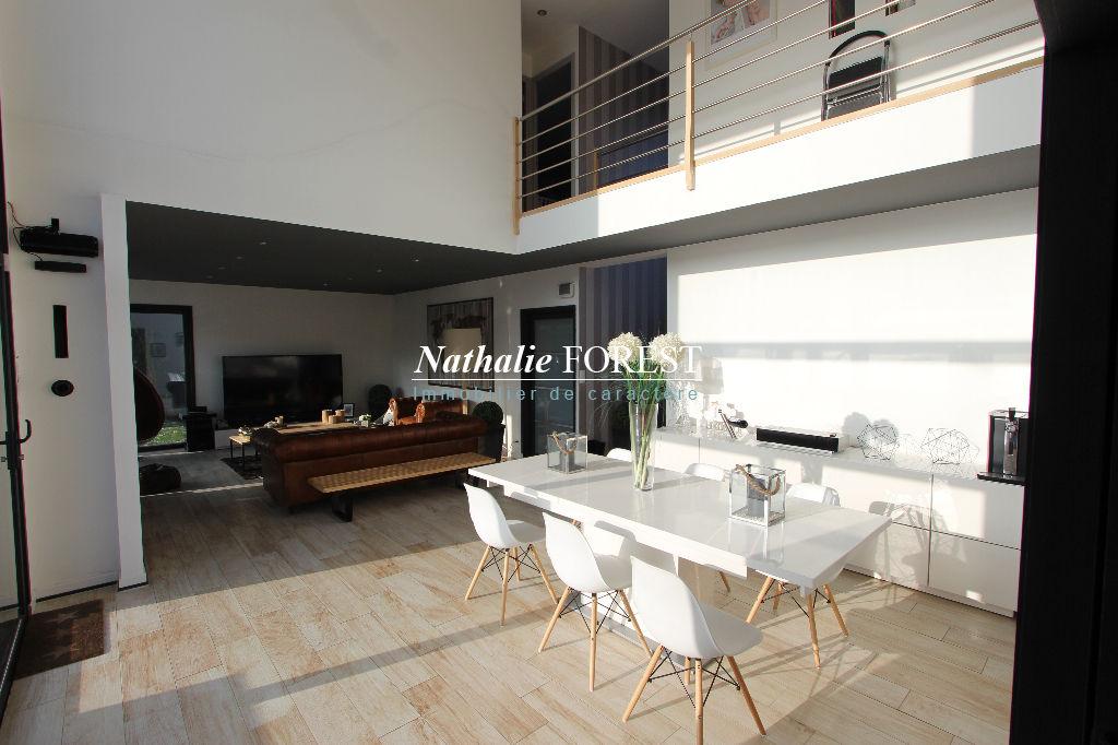 HEM-ROUBAIX, Maison cubique Demeure du Nord (4 ch )sur une parcelle de 660 m2 au seing d'un clos sécurisé de 5 maisons.