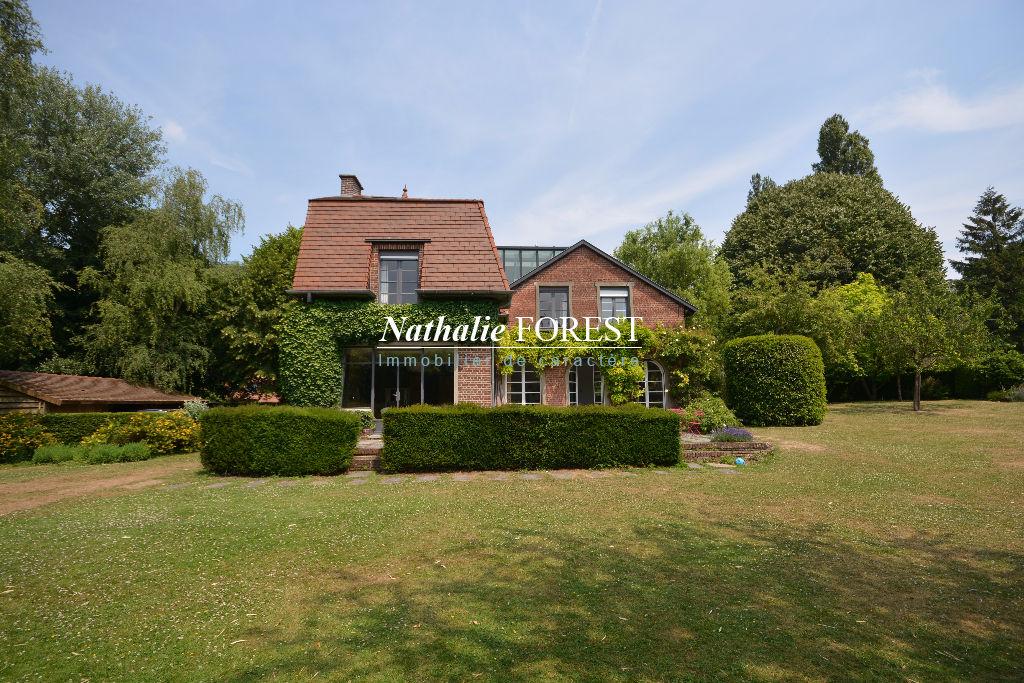 CROIX RESIDENTIEL! Superbe villa de 235 m² hab sur 1700m² de terrain arboré