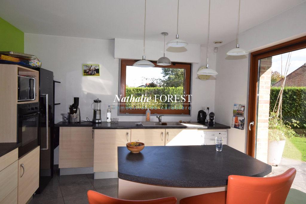 PROX  PARC DU HERON! Maison contemporaine individuelle de 260m² sur 1000m² avec garage double.