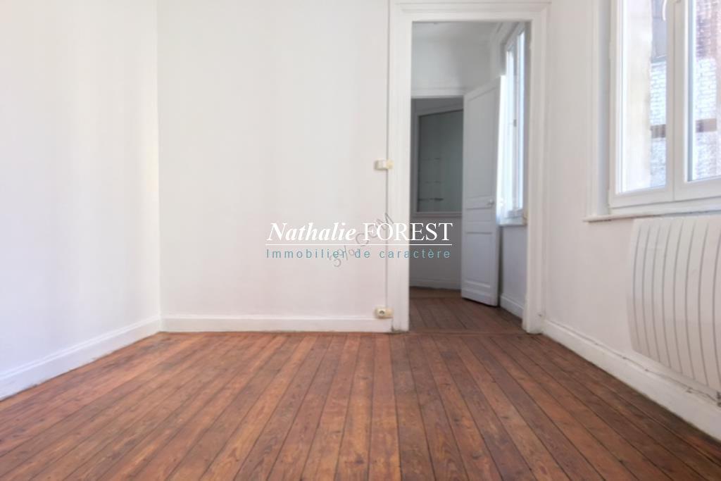 Parvis Saint Michel, appartement T1 BIS de 22 m2  entièrement rénové.