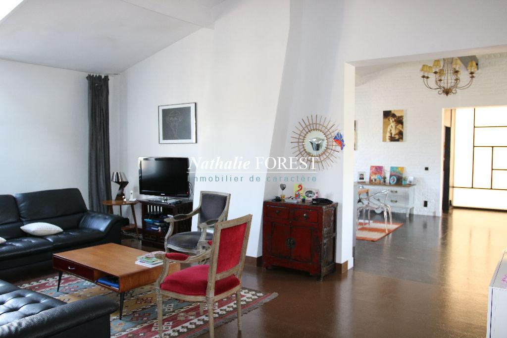 EXCLUSIVITE .Lille centre , dernier étage , Splendide appartement type Loft , type V, dans immeuble Haussmannien  en dernier étage ,
