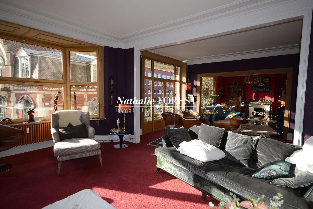 Exclusivité ! LILLE Vauban Bel Appartement bourgeois de 194M2 Habitables (Loi Carrez) au sein d'un immeuble Art Déco avec 1 Chambre de bonne de 9M2,  1 Parking couvert