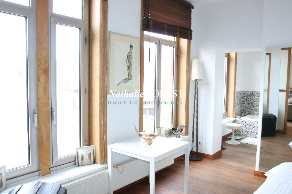 Lille préfecture , prox république et Rihour , Splendide appartement type 4 , parking couvert , cave .