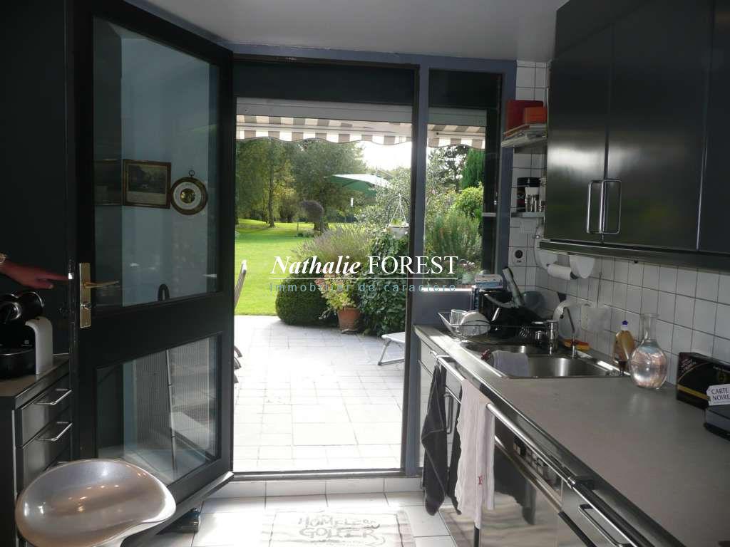 VILLENEUVE D 'ASCQ BRIGODE . PREMIER RANG SUR GOLF . Superbe maison contemporaine jouissant d'une vue imprenable sur le golf.