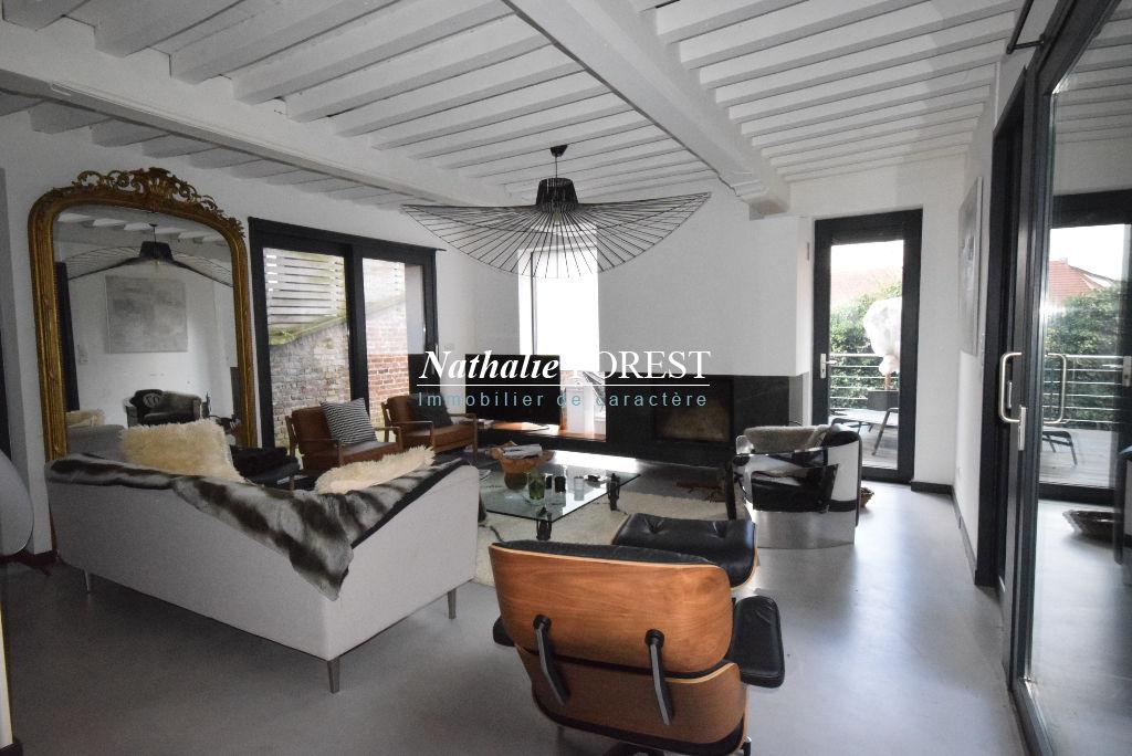 Exclusivité ! Rare Maison Vieux Lille 18ème entièrement rénovée 320M2 Habitables 3 grandes terrasses, jardin, garage sous porche
