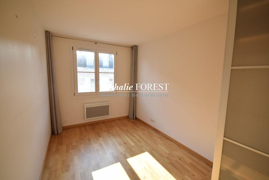 EXCLUSIVITE ! Vieux Lille-Esquermoise Appartement  2 pièce(s) 37,27M2 entièrement rénové, prestations haut de gamme