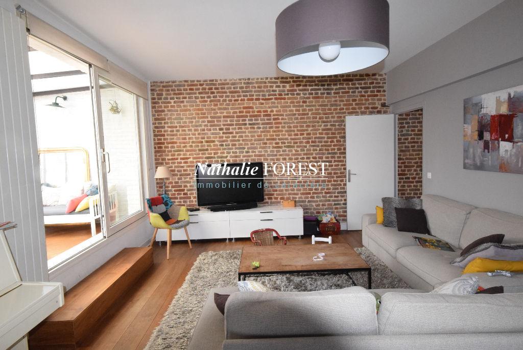 Vieux Lille au sein d'une rue prisée, Appartement  5 pièce(s) au dernier étage, 3 chambres avec Terrasse, 2 Parkings Rare