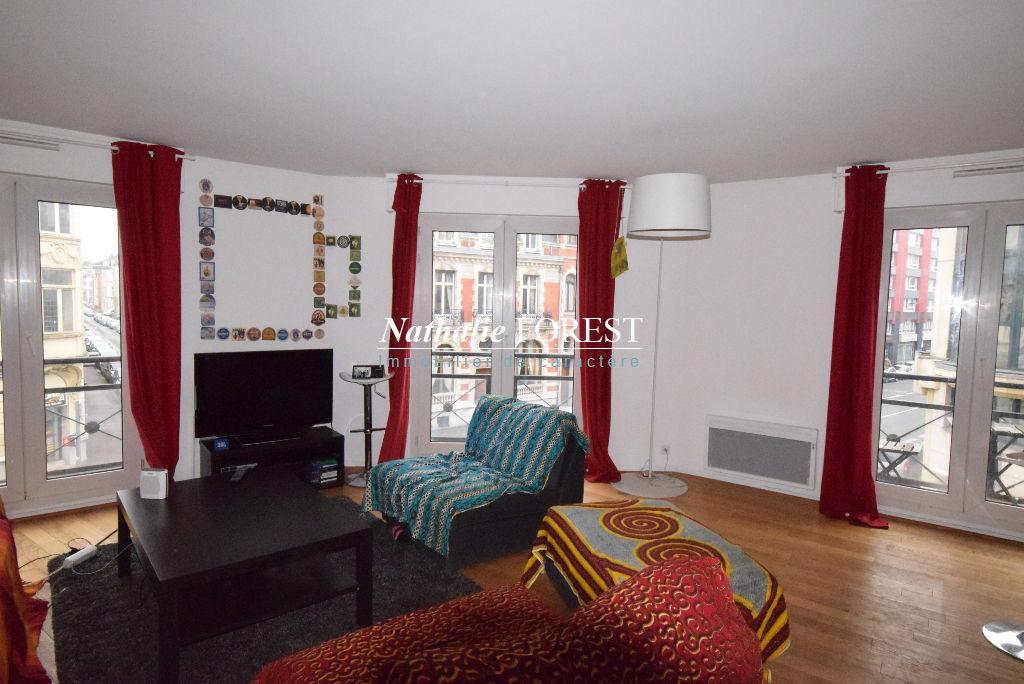 Lille Vauban/Nationale - Appartement T3 de 67m2, 2 chambres, 4 petits balcons et parking sécurisé en sous-sol (1 voiture)+ cave.